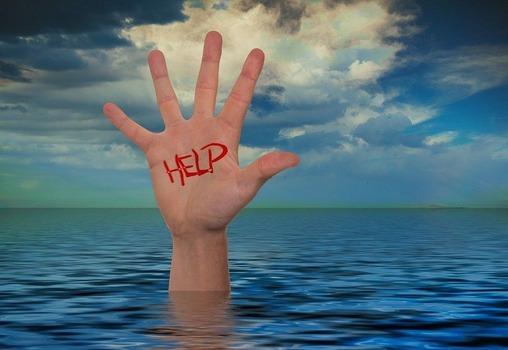 彼女「私とワイの親が溺れてたらどっち助ける?」 ワイ「親」
