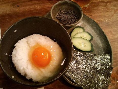 一般人「焼き魚は醤油だろ!卵かけご飯の味付けも醤油だけだ!」 ワイガチ玄人「ハァ…………w」