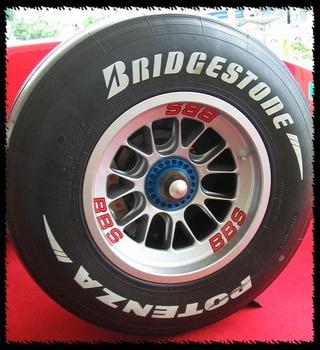 嫁がスタンドで新品タイヤに交換して来た結果wwwの画像