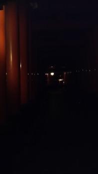 夜の伏見稲荷大社にきてるけどすごい趣があっていいところだなwww(※画像あり)