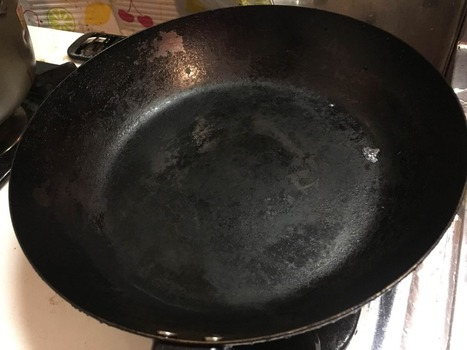 汚い鉄フライパンを磨いたから見てくれ(※画像あり)