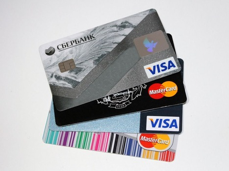 知恵者「クレジットカードのリボ払いは危ない!元本全く返済できなくなるぞ!」 ワイ「はぁ」ハナホジー