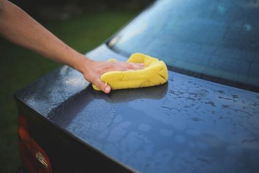 上司「なにしてるの?」 僕「あっ、おつかれさまです。整備終わったんで明日の納車まえに軽く洗車を」 → 上司の一言が酷い・・・