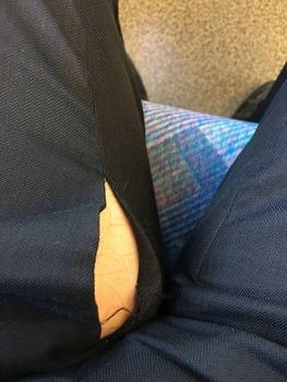 今客先に向かう新幹線の中、ふと足元を見たらヤバイもん見ちまった!!!助けてくれ!!!!(※画像あり)