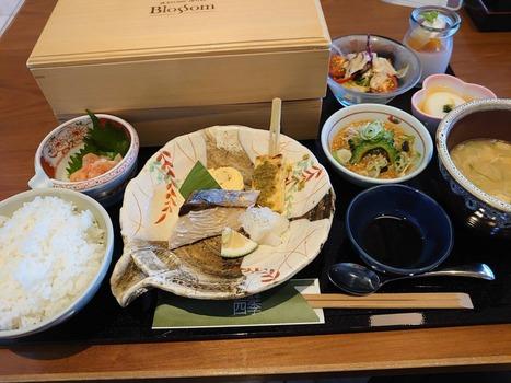 【優雅】ワイちゃん優雅にホテルの朝食を楽しむ☕🍞🌄(※画像あり)