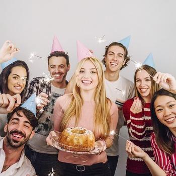 職場の同僚の誕生日て祝うもんなの?拒否したらのけ者にされてんだが