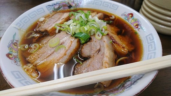 店員「ご注文は?」 ぼく「チャーシュー麺の大盛り下さい」 → 店員の間違った日本語を注意した結果www