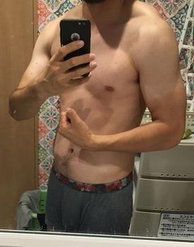 1ヶ月毎日腕立て10回3セットやってる俺の体(※画像あり)