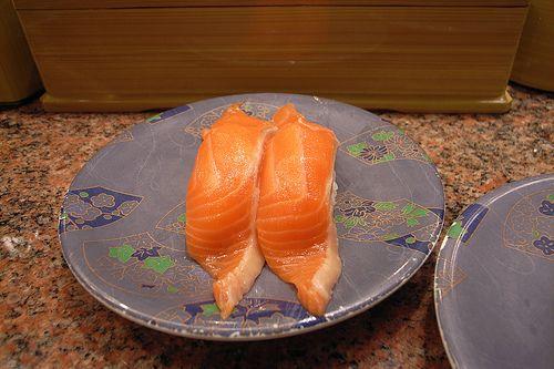 回転寿司でずっとサーモンばっかり食ってる奴
