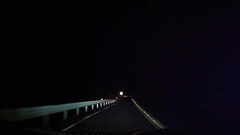 【驚愕】夜の峠をドライブしてたら人影を見つけた。俺「こんな時間に大丈夫?」女「すいません、明るい所まででいいので乗せてもらえませんか」→後日…