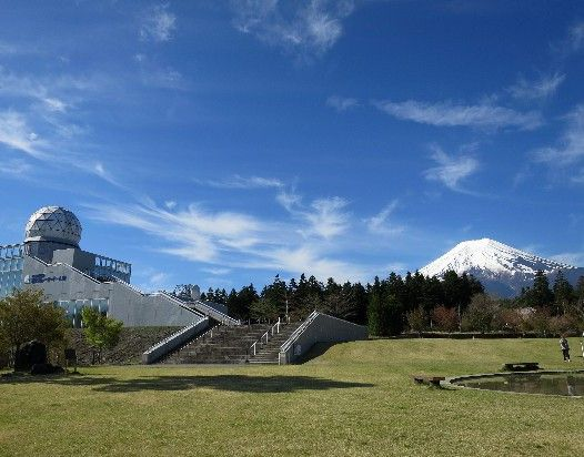 レーダードーム館と富士山