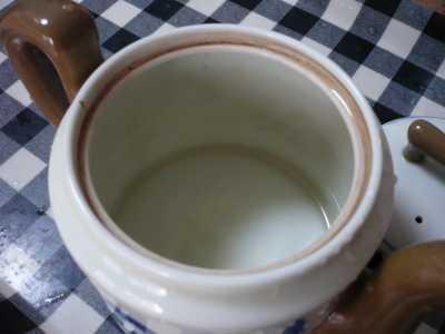 茶渋がしっかりついてます。