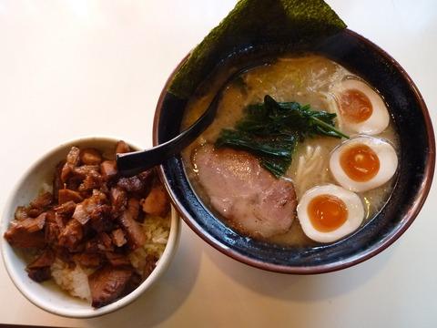 豚骨醤油・味玉+チャーシューライス