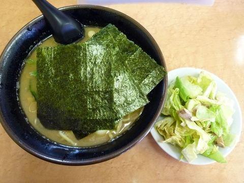 亀家 ラーメン+キャベチャー+うずらのたまご