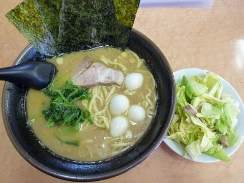 亀家・ラーメン+キャベチャー+うずらのたまご