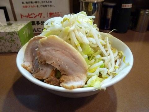 どん 小ラーメン・脂少なめ・野菜多め+煮玉子・横