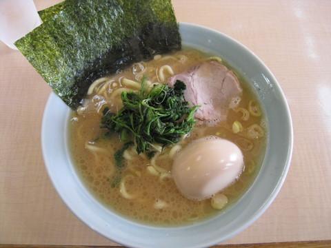 真鍋家・ラーメン(並)+味付玉子