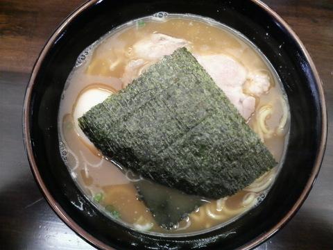 囲・醤油らーめん(魚介スープ・中太麺)+るーたん1