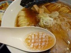 麺や食堂 醤油スープ