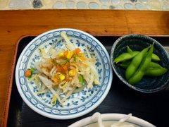 麺や食堂 サラダと枝豆