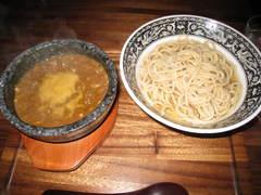 つけマサラ・温盛り+極太麺、光っちゃった。
