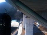 橋の真下のストラット部