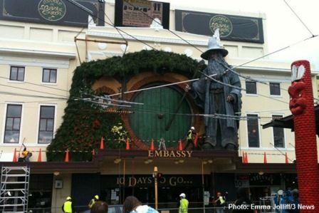 gandalf-embassy-theatre-the-hobbit-wellington-new-zealand[1]
