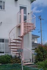 工事前のらせん階段
