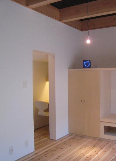 110522-03階段下パソコンコーナー