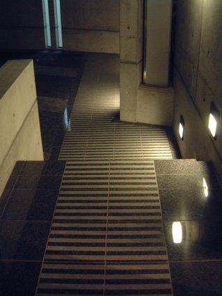 2003 Screen-Residence アプローチ床、本磨きとサンドブラスト加工のストライプ