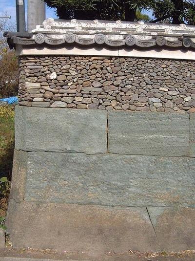 011208佐々木家の小石の練り塀・徳島市一宮町