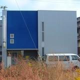 紺青色の外壁