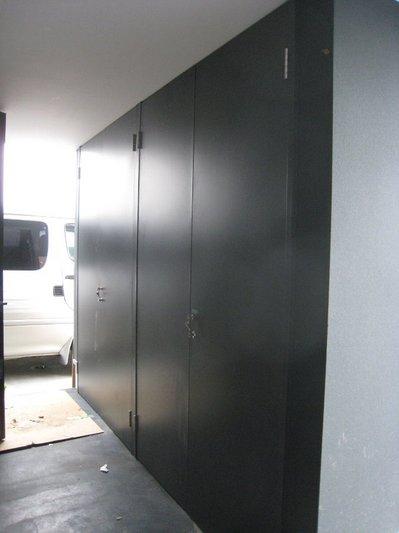 ポーチの収納扉