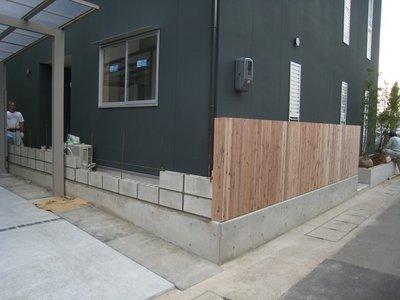 板塀とブロック塀