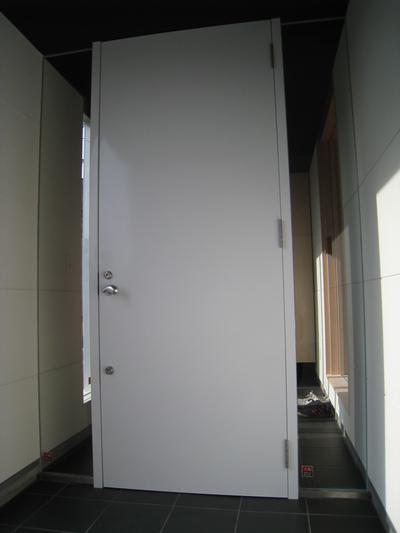 玄関ドア-1