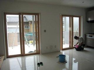 木製の引き違いガラス戸