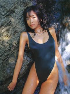 佐藤江梨子さんの水着