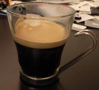 ネスプレッソで入れた一杯のコーヒー。う〜ん、いい香り