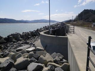 20150409_061十三浜追波川河口総合支所跡