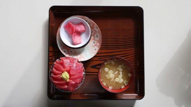 本マグロ丼1
