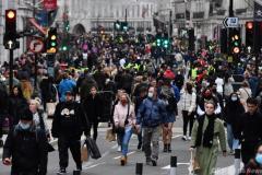 英から帰国の男性の感染判明…東京都「変異種かどうか国と調整して確認」