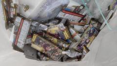 鬼滅の刃シールだけ抜き取ってお菓子は食べずに捨てられていた… コンビニ店員の告発画像が話題に