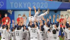 侍ジャパン37年ぶり悲願の金メダル!稲葉監督は涙 無傷の5連勝で完全優勝