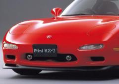 美しすぎるクルマ・ベスト3、30年後もまったく色あせない曲線美を持つ傑作スポーツカー「マツダ・RX-7」