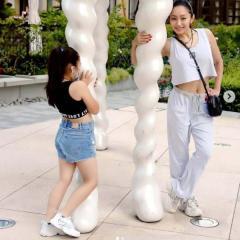 安藤美姫、8歳の娘とのへそ出しショットに疑問の声「アップしても大丈夫?」