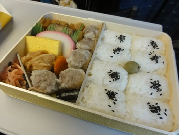 新幹線でシューマイ弁当食ったら文句言われた