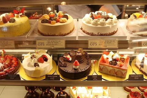 ケーキ屋の定員が可愛いのはなぜ