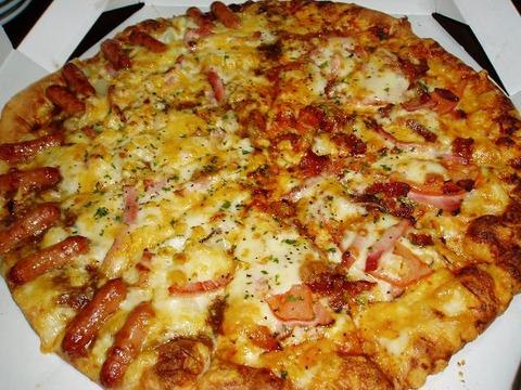 日本三大ぼったくりはピザと