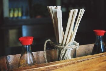 割り箸で醤油を食う