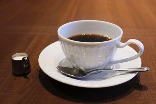 コーヒーって結局ミルクと砂糖入れた方が美味いな